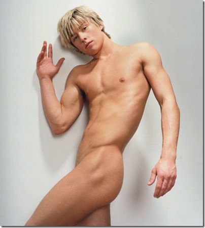 Mitch_Hewer_nude_01