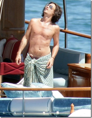 Johnny_Depp_shirtless_20