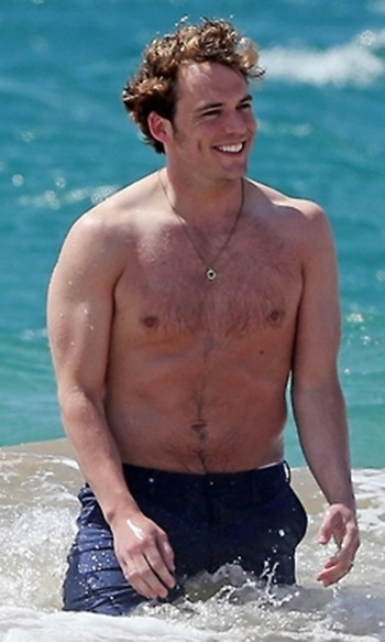 Sam_Claflin_shirtless_08